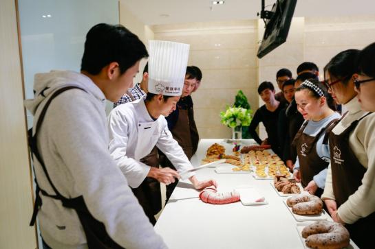 首家高端美食订制培训入驻武汉 开辟健康餐饮新篇章