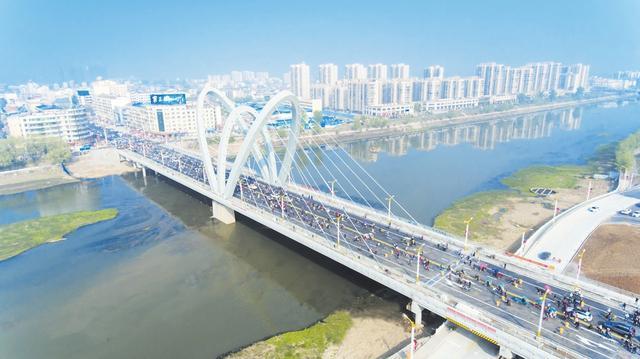 随城一大桥建成试通车 高颜值桥梁成城市新景观