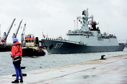 图为:2017年9月14日,中国海军第二十六批护航编队导弹护卫舰黄冈舰访问比利时。(新华社发)