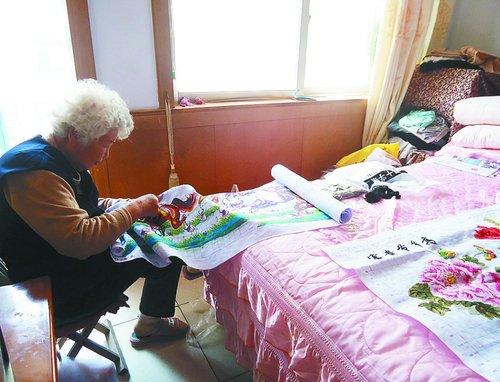国货干80岁胖老太太