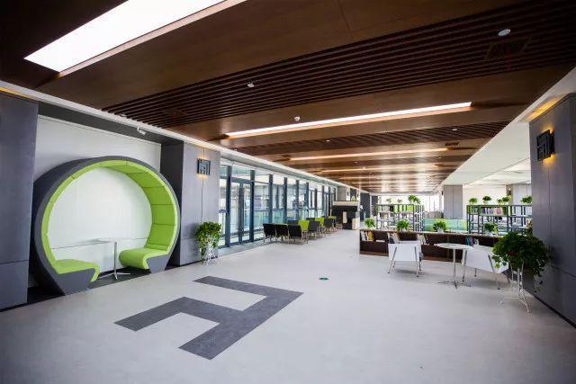 """武汉学院:全国首座绿色建筑""""双认证""""图书馆"""