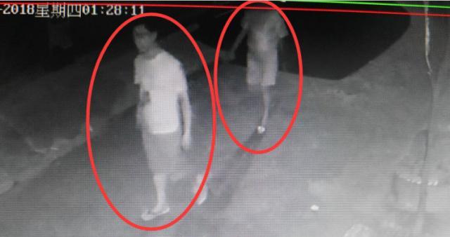湖北一男女半夜竟在别家车旁干这事 被监控拍下