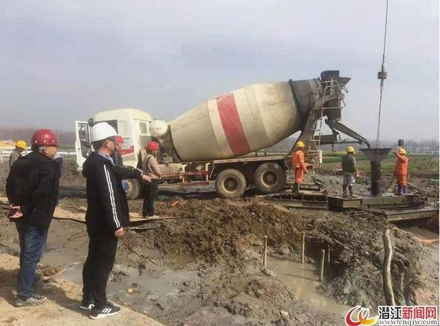 汉江大桥潜江侧桩基工程完工 大桥承台开始施工