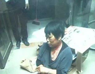天降玻璃瓶!武汉女子小区内被砸得头破血流