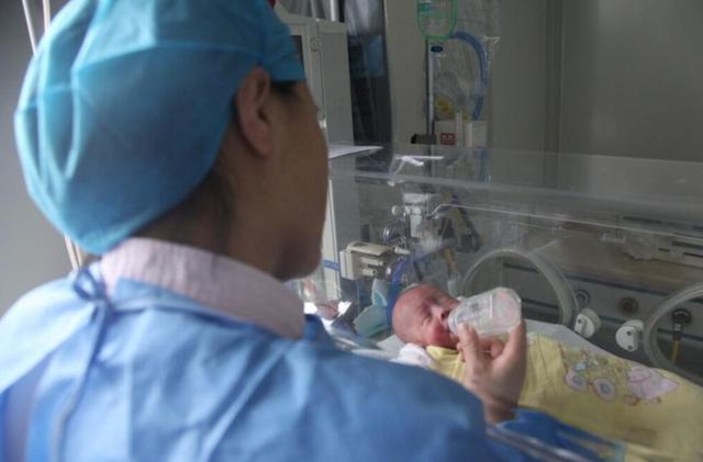 黄冈一宝宝早产进ICU 妈妈坚持送50袋母乳