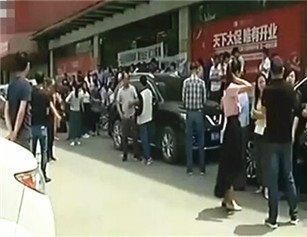武汉一知名装修公司突然停业 多人报警