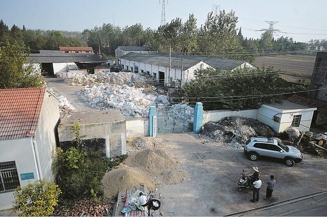 洪湖一公司清理漂染池引发连环中毒 6人不幸遇难