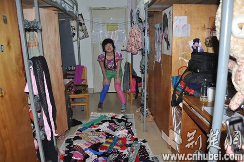 大学女生寝室 女生寝室 灵异校园 热天女生寝室的照片图片