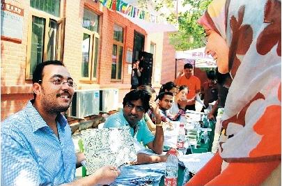 埃及学生一家华农聚首 父亲当教授妻子来读研