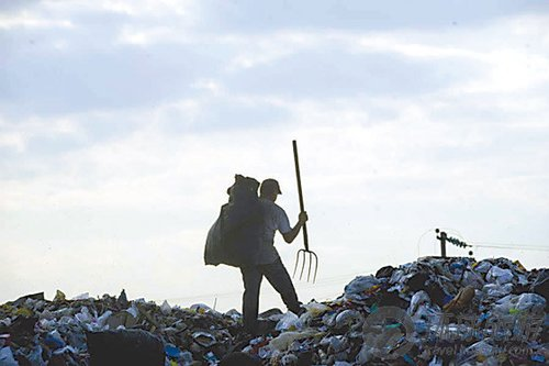 墨西哥超级垃圾场养活数万人