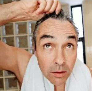 白头发长在哪里最危险?你必须注意的危险信号
