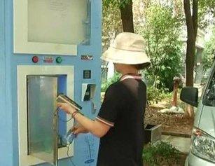 武汉一小区饮水机从消防栓取水售卖 居民怒了