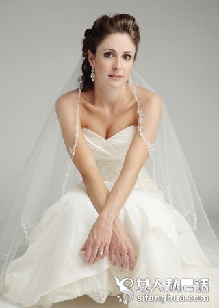 高挑性感 适合盘发新娘的几款婚纱礼服图片