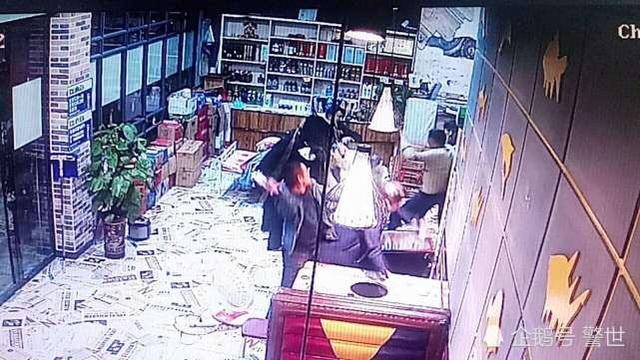 男子在餐馆抱怨服务员妻子晚归 被四名食客围殴