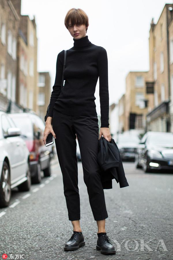 黑色高领衫是最百搭的款式,在风格上也是从优雅到街头完全百变。