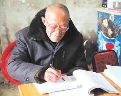 汉川耄耋老人手写发展变化  三易书稿写就江集村史