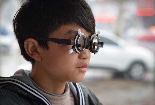 武汉抽查验配眼镜发现:劣质眼镜反而加重近视