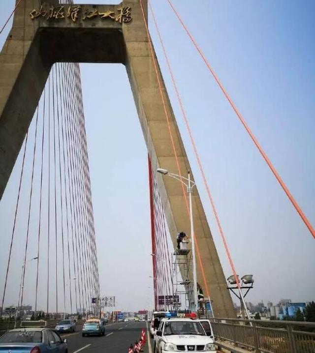 提醒!汉江大桥新增违停抓拍系统 车主注意