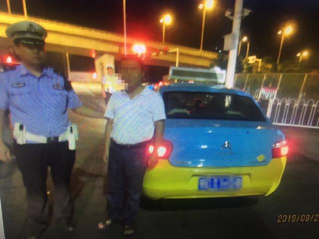 西陵交警大队查获首例出租车司机酒驾违法行为