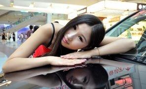 微女郎尚婉琳化身甜美车模