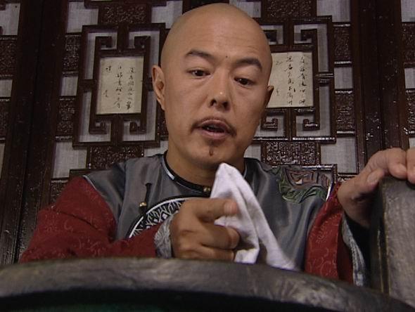 两任夏雨荷现身 老佛爷出庭(图)   张铁林因出演《还珠格格》中的皇上图片