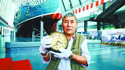 收藏家捐出藏品 107岁船钟亮相中山舰博物馆