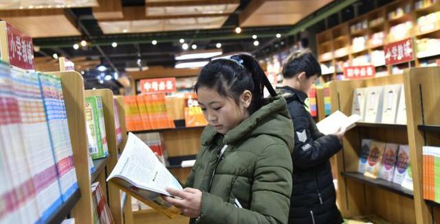 2018年1月1日早上9点半潜江树人书店在新时代广场举办了开业仪式,