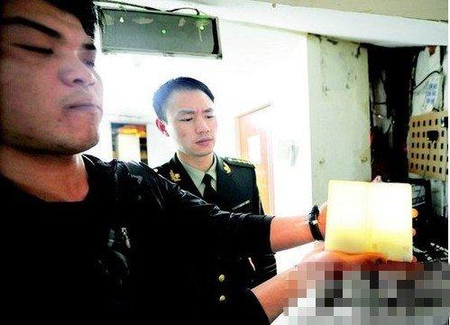 武汉酒吧禁现明火 启用电子烛台(图)