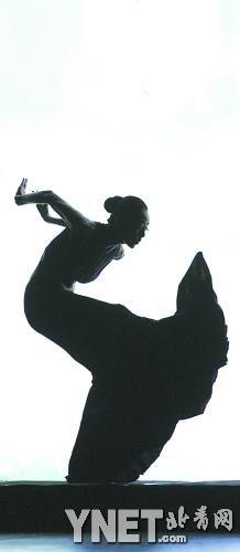 而前晚和昨晚在国家大剧院,中国舞蹈大师杨丽萍带领着一众中国舞蹈