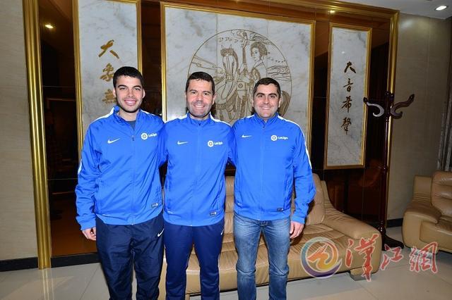 三名西班牙足球教练执教襄阳中小学 为期10月
