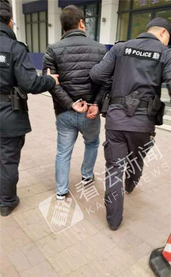 2律师在荆门参加庭审后遭20余人围殴 险被绑走