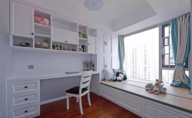 可以装成吊柜;   9,为了丰富榻榻米房的书桌,也可以取消书柜与衣柜