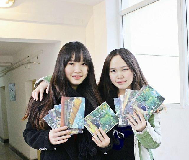 童话双胞胎绘美女地大2000套明信片被抢空日本美女家庭教师图片