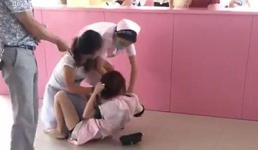 女子为帮朋友出气 殴打护士被拘