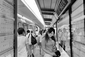 武汉2879公交站9月大改名 一环线内换新式站牌