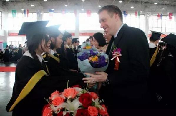 高考成绩还未公布 这群高三学生已经提前毕业