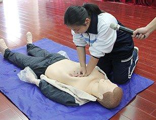 青山区迎军运急救培训志愿服务活动走进校园
