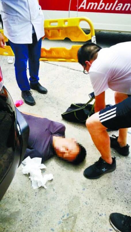 男子突发脑出血不省人事 大学生救人后悄然离去