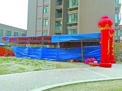 """武汉一小区小区搭棚子摆""""流水席""""引争议 遭居民投诉图片"""