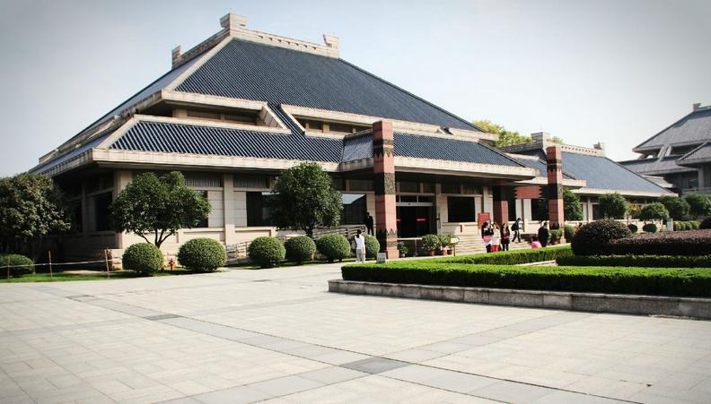 目前,湖北省博物馆总占地面积达81909平方米,建筑面积49611平方米,展厅面积 13427平方米.