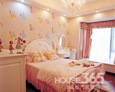 儿童卧室装修效果图:儿童房用可爱的墙纸作为装饰