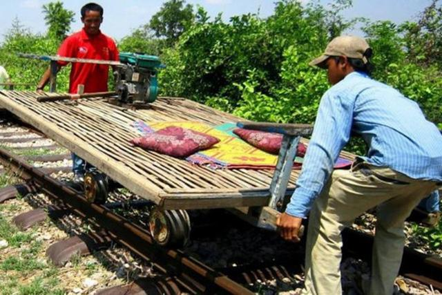 世界上最不发达的国家 保留独一无二的竹筏火车