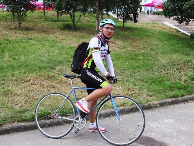 酷!大一新生花14小时骑行200多公里来汉报到