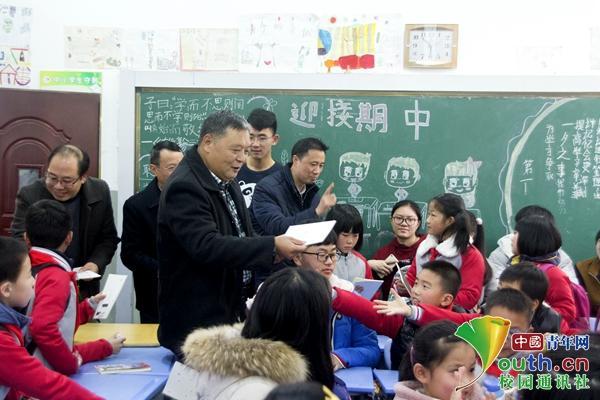 大学生走进小学课堂:继承传统文化,拓展国际视野