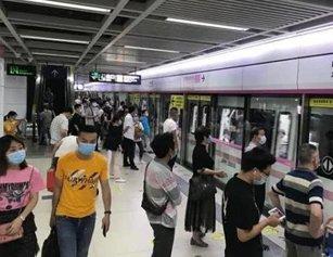 """""""大排查""""后一地铁站客流翻倍:列车变拥挤"""