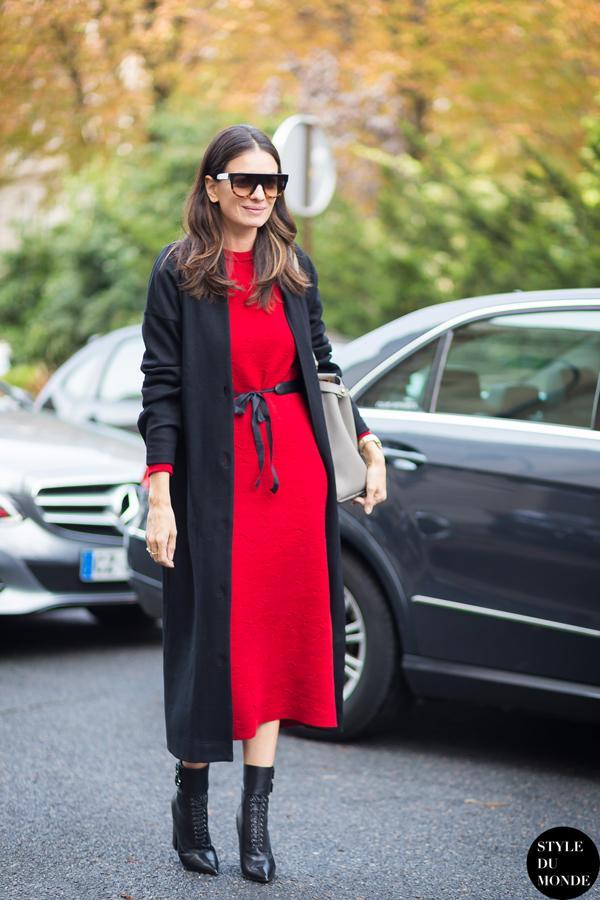 超长外套,搭配长毛衣裙的层次搭配,也特别有秋天的浪漫感觉。
