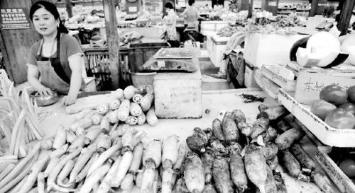 平均售价达每斤10元 今年的新鲜莲藕有点贵