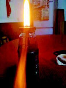 麻城一水井一天能舀10公斤油 打出的水能点燃
