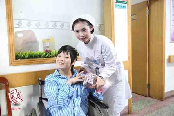 脑瘫女孩用乐观收获爱情 生下健康女儿升级当妈