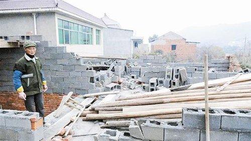 黄石婆婆攒钱20年建房被拆 城建:该房属违建